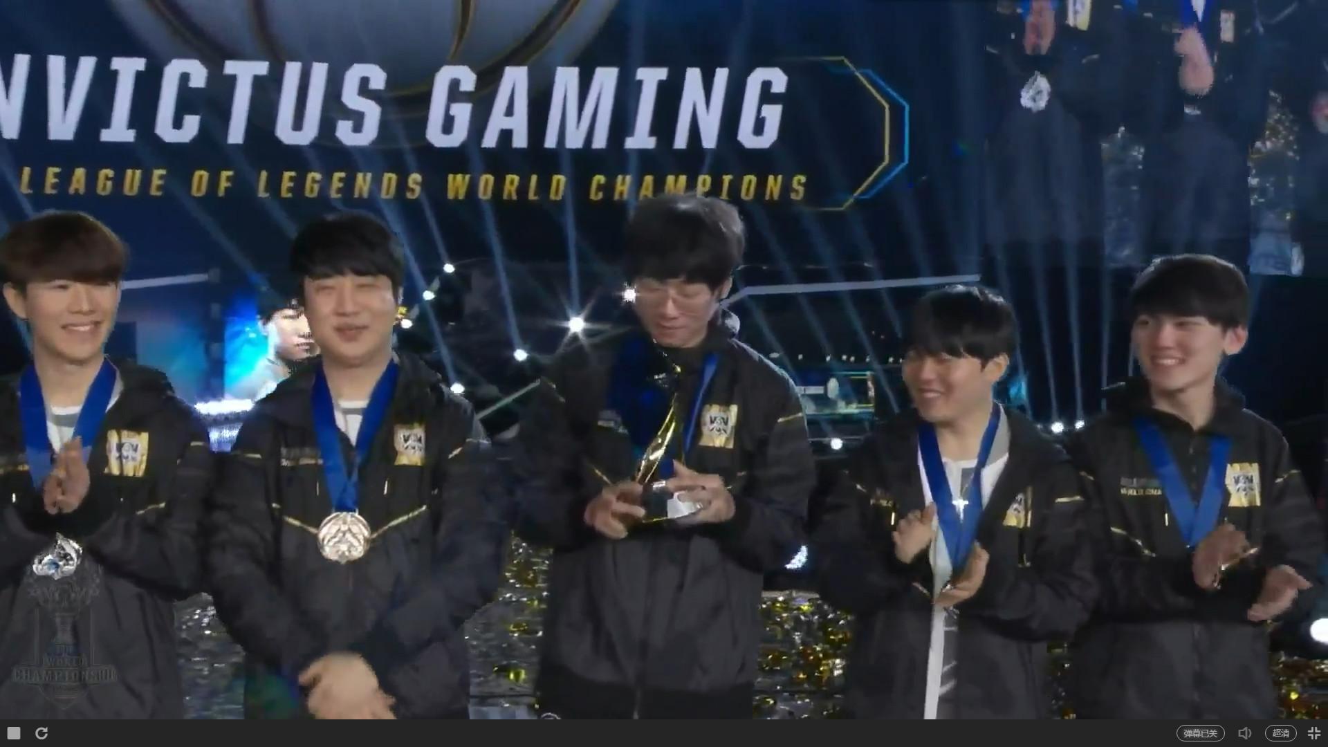 iG直落三盘击败FNC!LPL战队荣获S8总决赛冠军!