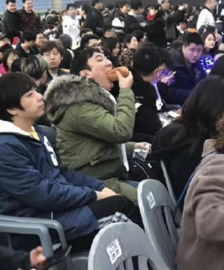 王思聪LPL观赛现场吃玉米上热搜 新表情包笑哭网友