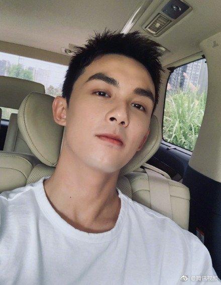 《穿越火线》网剧开机 主演吴磊新造型短发清爽撩人