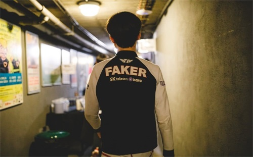 德云色解说S9:Faker真的老了 决赛FPX中野占优 总体胜率55开