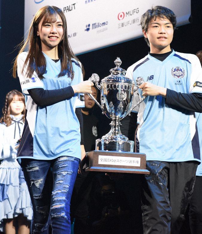 日本美少女夺《英雄联盟》高中联赛冠军 网友热捧