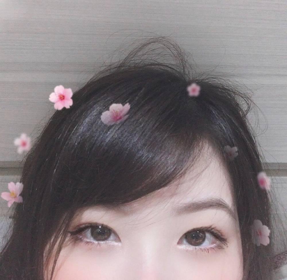 《LOL》Mayumi更新Ins晒美照并表白:LPL我爱你